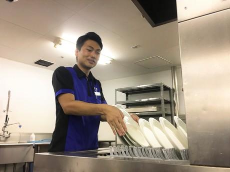 【履歴書不要】自己申告で週単位のシフト制未経験から始められる機械で食器をピカピカにするお仕事