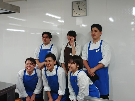 【免許不要で時給1400円】梅小路京都西駅スグ3月にできたばかりのホテルで調理のお仕事です