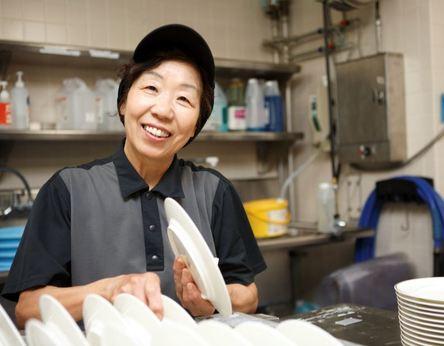 【未経験歓迎】機械を使ってお皿を洗います週末の空いた時間でお仕事履歴書不要カンタン応募(^^